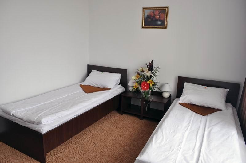 Cazare Turda - Camera cu doua paturi